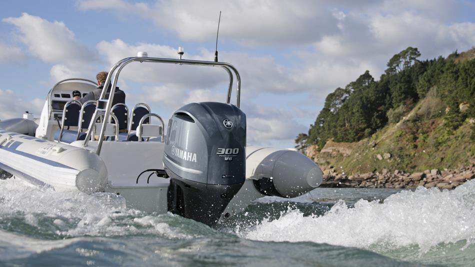 2015-Yamaha-F225-F250-F300-EU-NA-Action-004