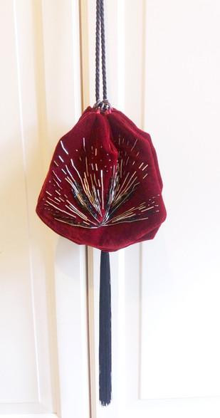 Pouch handbag in velvet with beading pattern