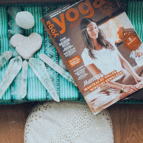 Yoga Aktuell.jpg