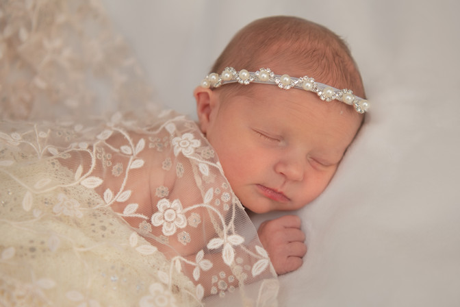 Caroline's Newborn Photos--3.jpg