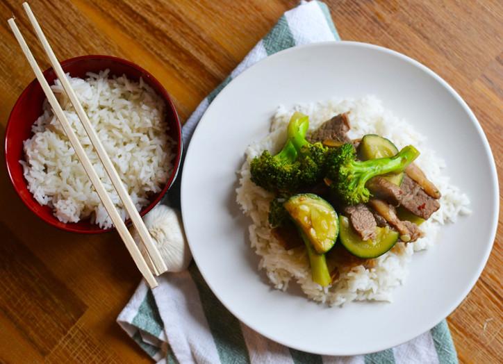 Beef & Veggie Stir Fry with Broccoli & Zucchini - A tasty & healthy weeknight meal!