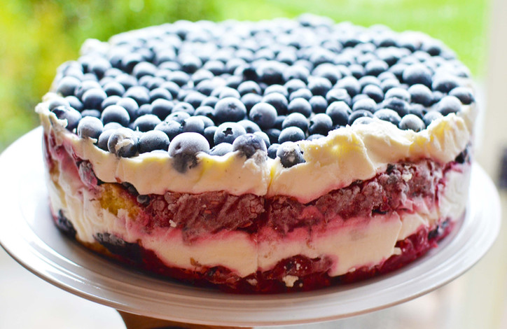 Berry & Mascarpone Whipped Cream Trifle-Cake - You won't believe how easy this is to make...