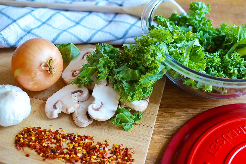 Ingredients for braised kale