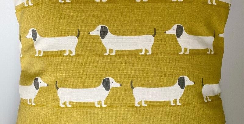 Dachsund - Sausage dog - Hound dog cushion cover - ochre