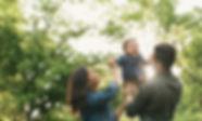 Glückliche Familie, Elternzeit, Back in Job, zurück in den Beruf, Wiedereinstieg, Jobcoching,Bewerbugscoaching, Potentialanalyse, Vereinbarkeit Familie und Beruf, Susann Hinz, Dresden Coaching in Sachsen, Berufsberatung, Berufscoaching, Frauen imJob, Coaching für Mütter, Coaching für Väter,beruflicher Wiedereinstieg, berufliche Veränderung duch Kinder, Dresden, Sachsen, Waldpark, Business Coaching, Work-Life-Balance, Werte, Veränderung, Beruf und Familie, Outdoor Coachin, Coaching mit Kind, Supervision, Fallsupervision, Beratung