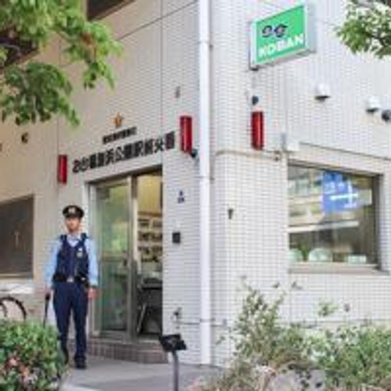 Odaiba Kaihin Koeni jaama väljaku politseikast