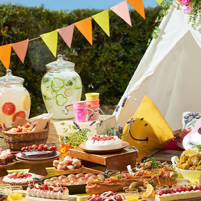 """""""Girl's Sweets Camping"""", armas magustoidu buffet, mis on täidetud """"õues ja armsusega"""""""