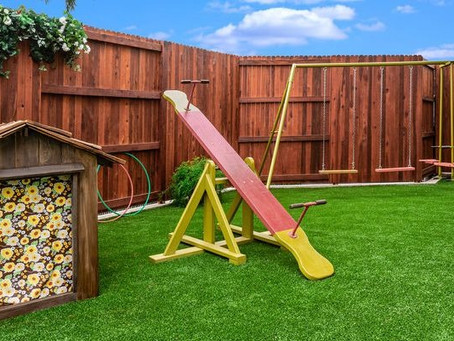 Can you name the dog and the tv show that used this set as a back yard?