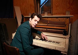 Mark Ronson at piano at Daptone_DM.JPG