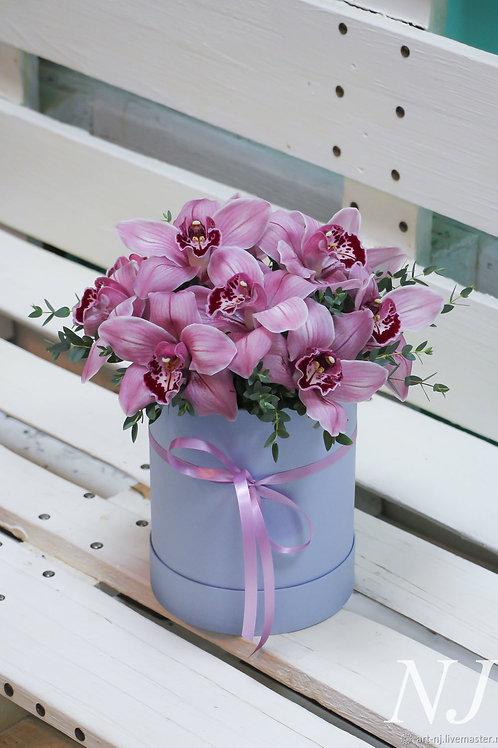 Шляпная коробка с орхидеей и эвкалиптом