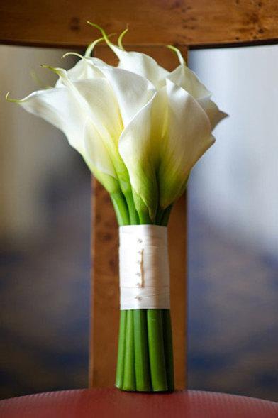 Букет невесты из белоснежных калл