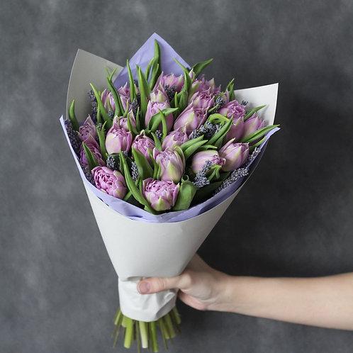 Букет из 19 тюльпанов и лаванды