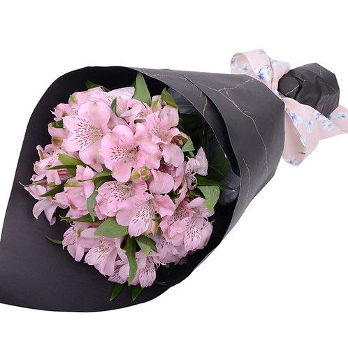 9 розовых альстромерий в упаковке