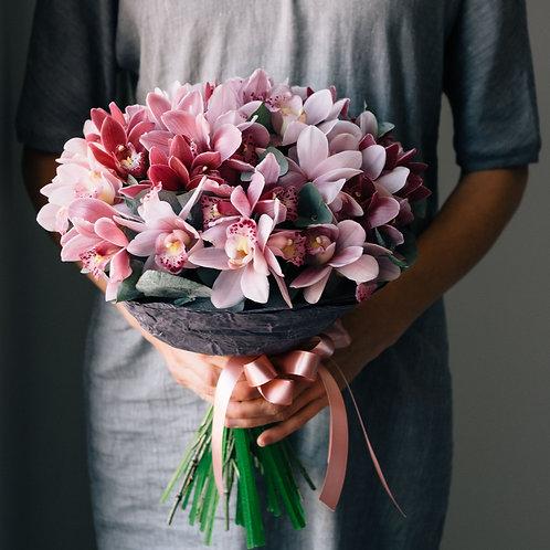 Букет розовых орхидей