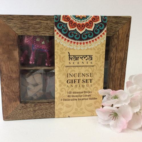 Leuke houten doos met venster.  Gevuld met 100 stokjes en 40 puntjes verschillende geuren wierook.  Met een olifantje als wie
