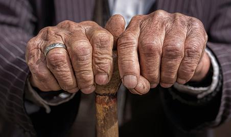 Registros de violência contra idosos crescem anualmente no Brasil