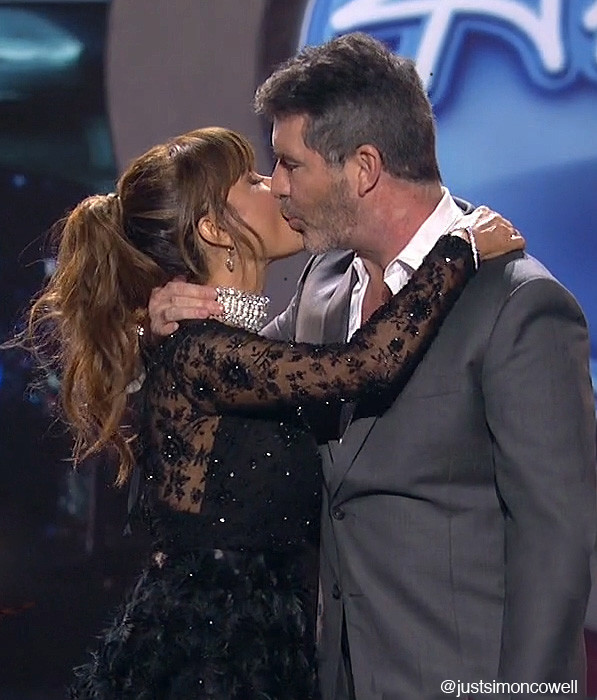 Simon Cowell gives Paula Abdul a kiss on the American Idol finale