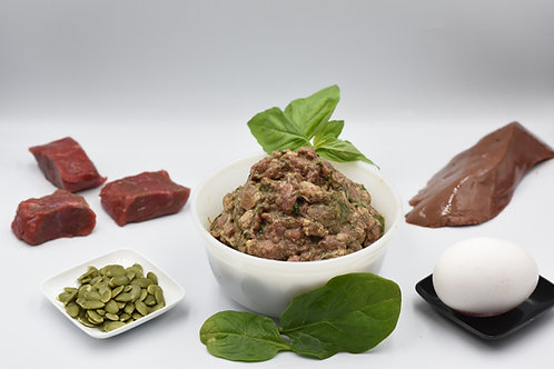 Beef and organic vegetables raw meal for dogs