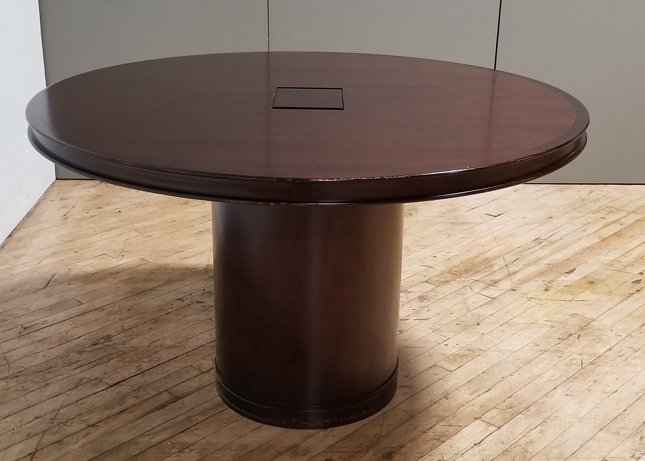 #311A. 48inch round table