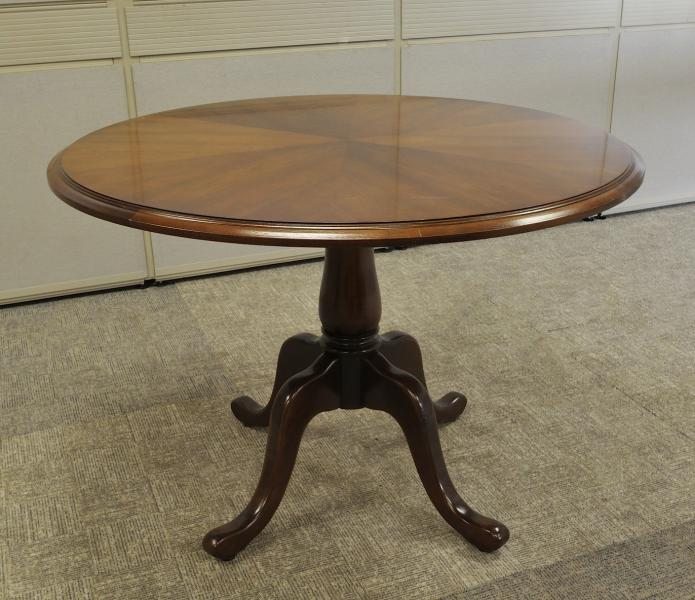 28. Traditional Round Table 42''