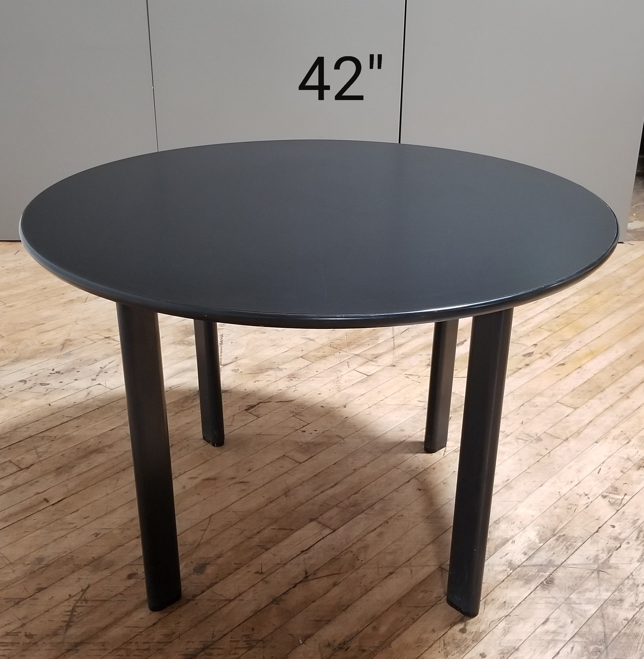 #312. Blk 42in Round Table