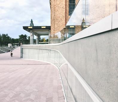 合作 every little d._以優美柔軟的玻璃曲線,模糊室內外的空間風景——京都市京瓷美術館