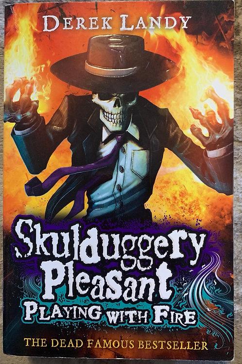 Skulduggery Pleasant Playing with Fire ( Derek Landy)