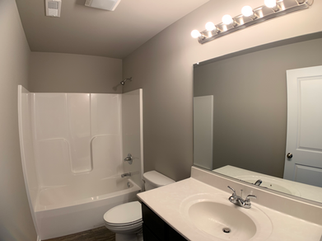 Belmont 2nd Bathroom.png