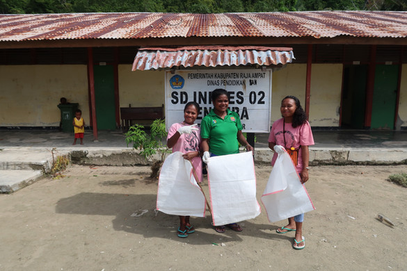 The Yenbuba Elementary School teachers