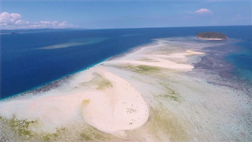 Pasir Timbul, a sandbank near Kri.