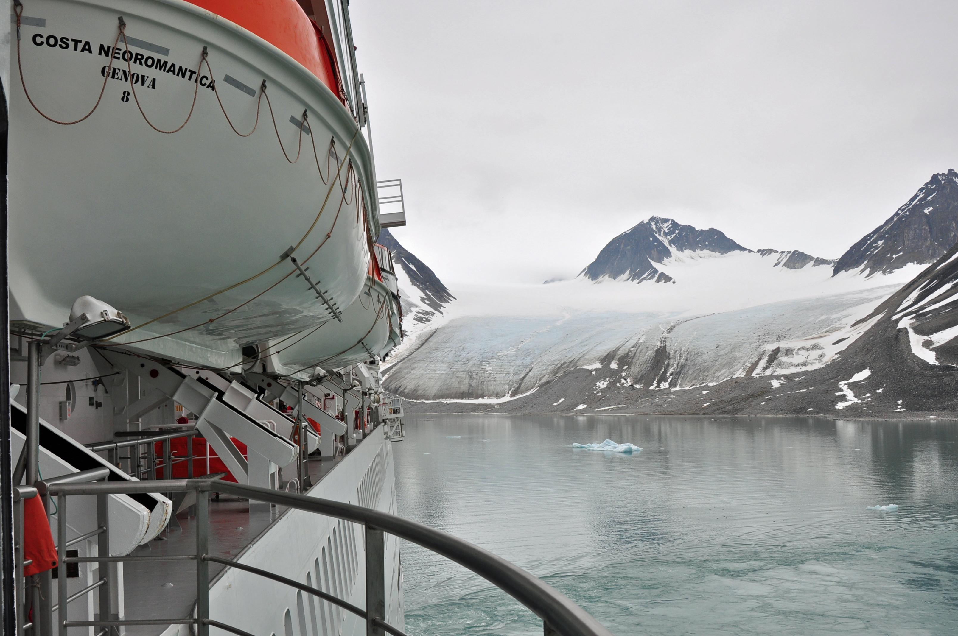Arrival in Magdalena Fjord (1)