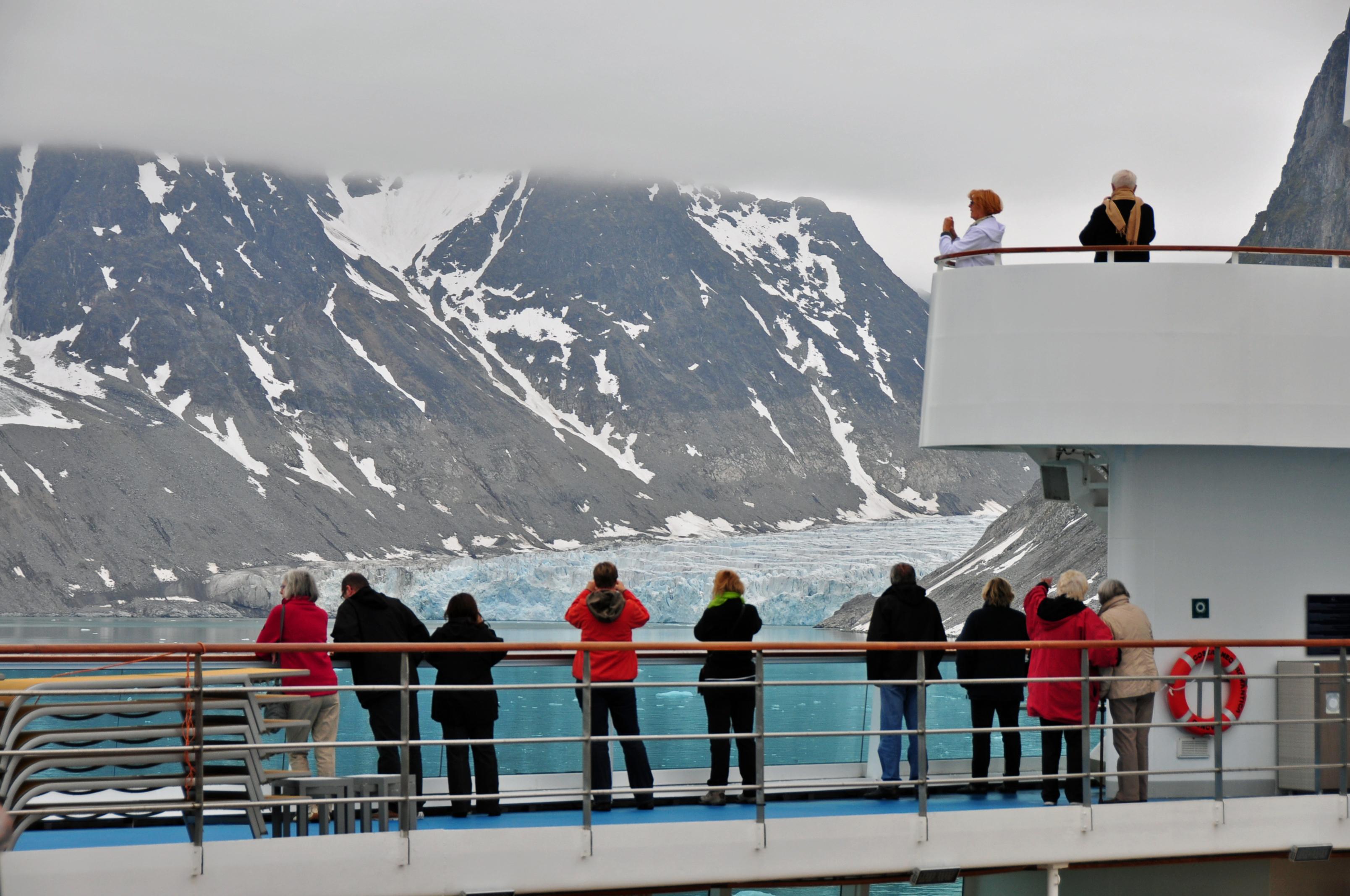 Arrival in Magdalena Fjord (2)