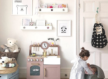 Toy Kitchen Upcycle - I wish I could have a pink kitchen...