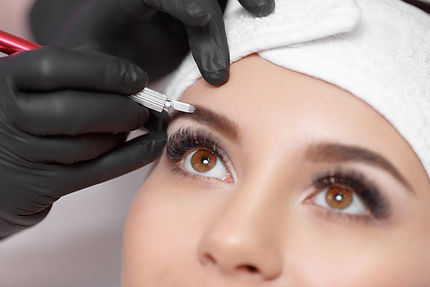 Woman getting her eyebrows microbladed in Chicago