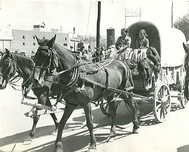 1X1 - 1953 NAVAJOS IN HORSE WAGON AT GAL