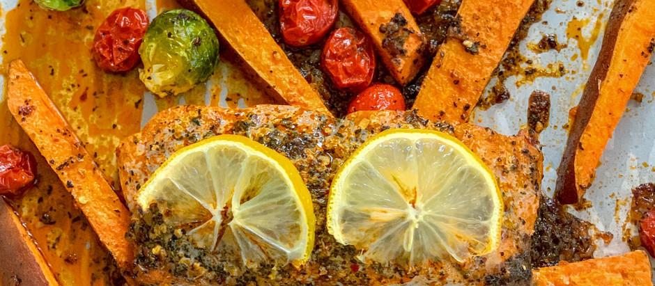 SHEET PAN ROASTED SALMON AND VEGGIES DINNER