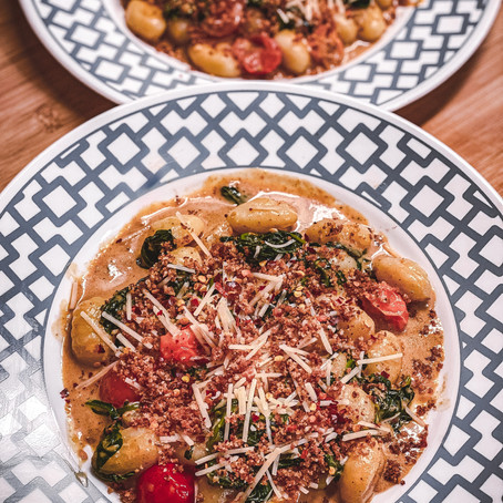 Rockin' The Kitchen | Gnocchi with Spinach & Heirloom Tomatoes