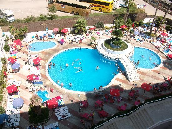 Vue de haut piscine de l'hotel
