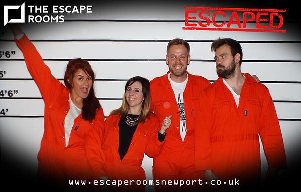 Pictur of a team of escape room players