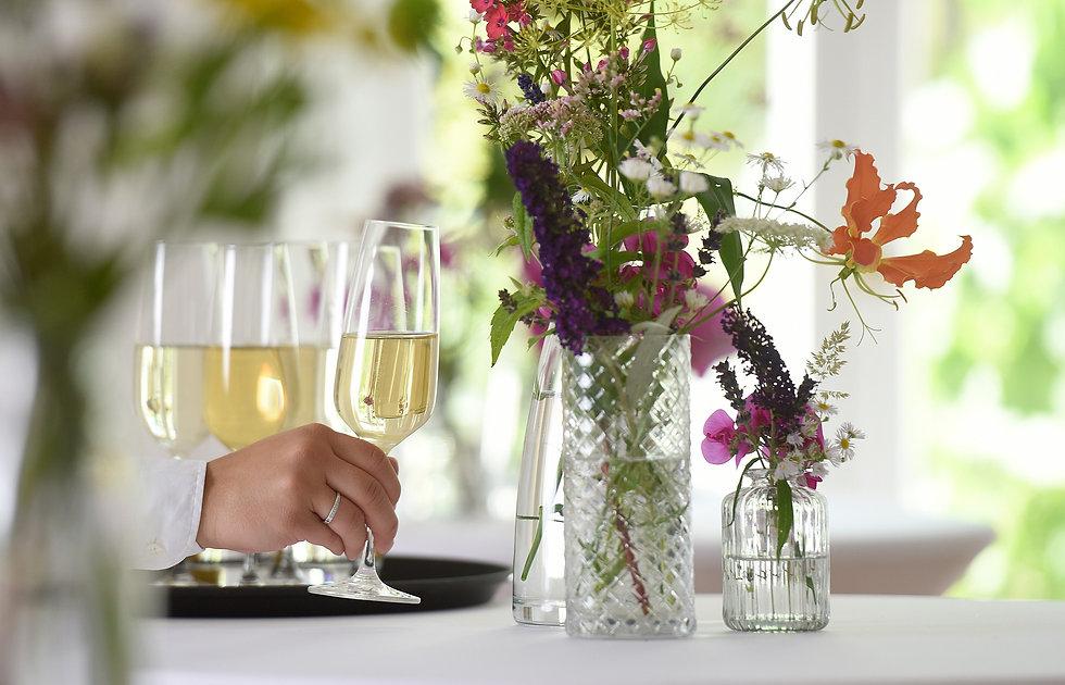 Sektempfang und Blumendeko für Hochzeit im Alten Bahnhof Erkrath