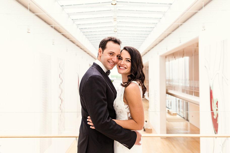 Art-Institute-Chicago-Wedding-by-Emma-Mu