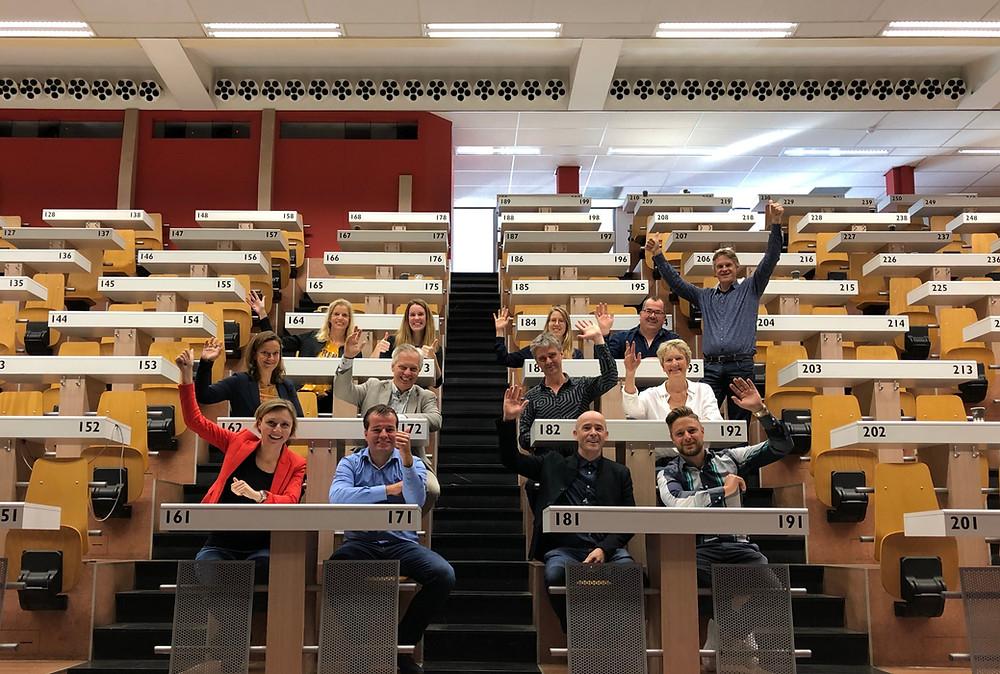De nieuwe groep Koplopers op de veilingtribune bij Royal Flora Holland (niet alle deelnemers staan op de foto)