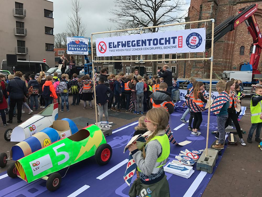 Zelfgemaakte 'fossielvrije' auto's door de kids