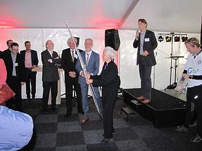 Jaap de Vries als dagvoorzitter tijdens opening kantoor DGMR met Jacqueline Kramer