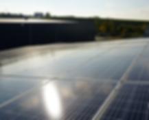 Zonnepanelen op het dak van MG Energy Systems