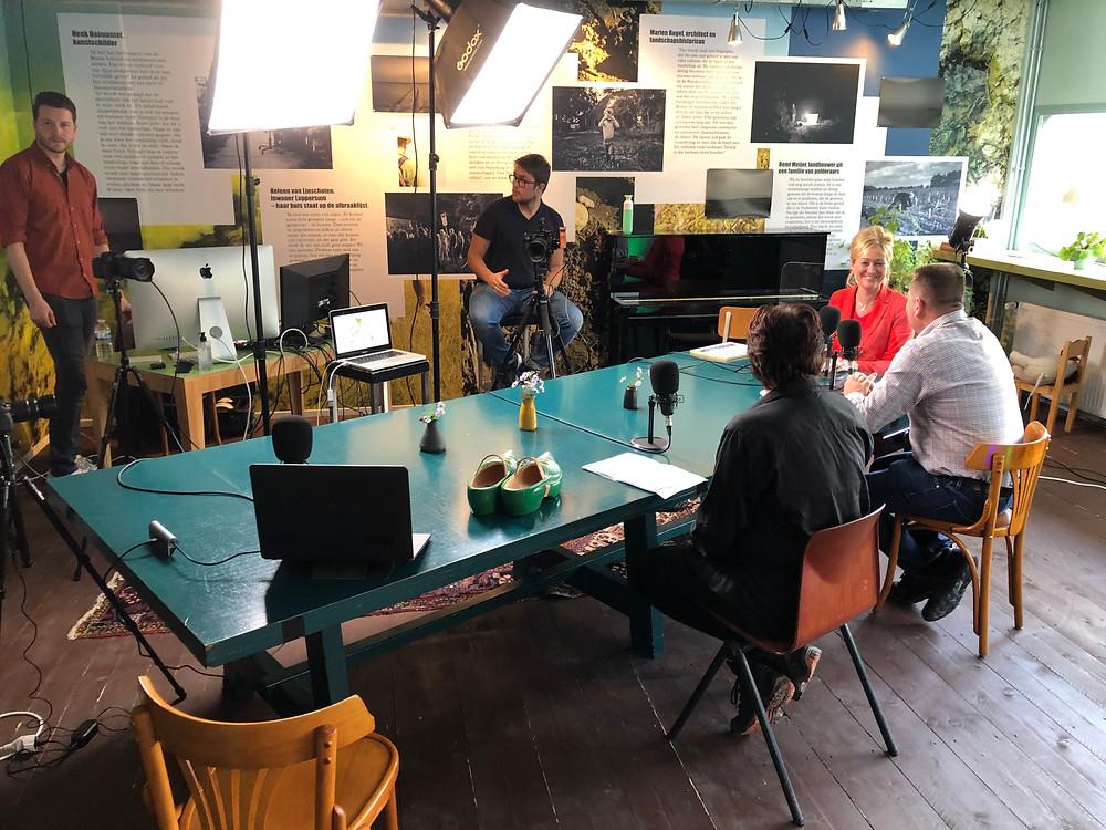 De speciaal ingerichte filmstudio voor het hybride Koplopersymposium in Herberg Wongema in Hornhuizen