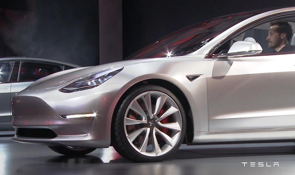 Een week na de aankondiging waren al 325.000 reserveringen geplaatst voor de Model 3