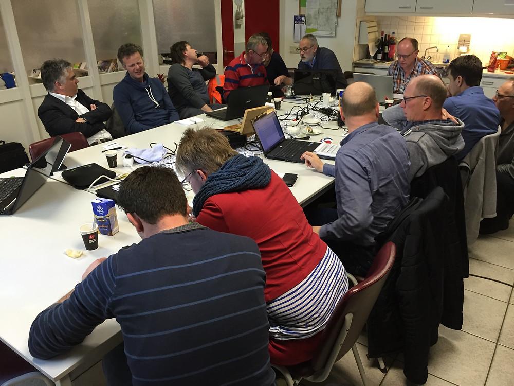 Deelnemers aan het project in Noord-Oost Friesland aan de slag met de Milieubarometer