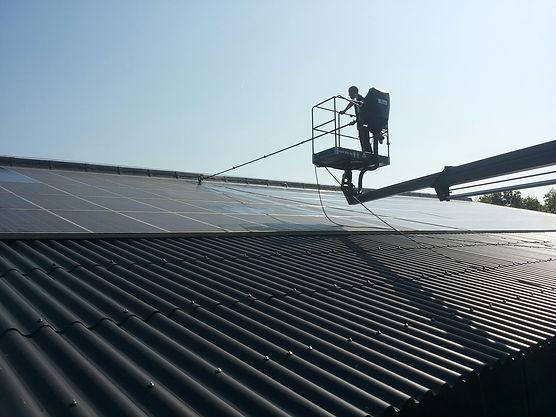 Specialistische reiniging van zonnepanelen door NIVO Noord