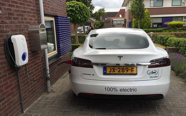 Tesla Model S van DZyzzion